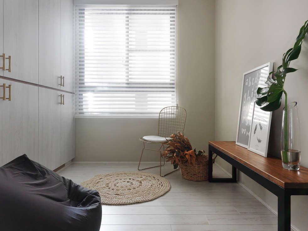 木星上的北歐幻想:  更衣室 by 賀澤室內設計 HOZO_interior_design