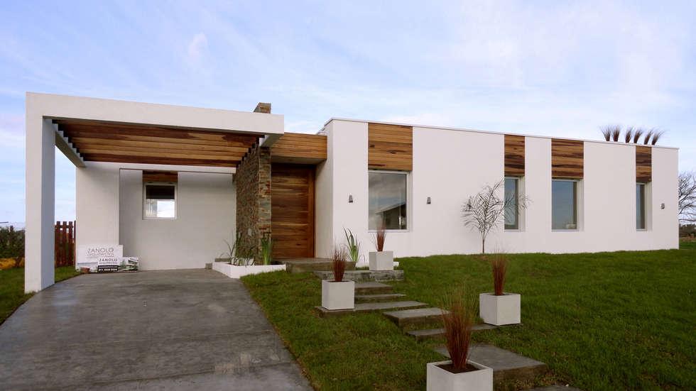 Casa Moderna MAX: Casas de estilo moderno por Estudio Zanolo