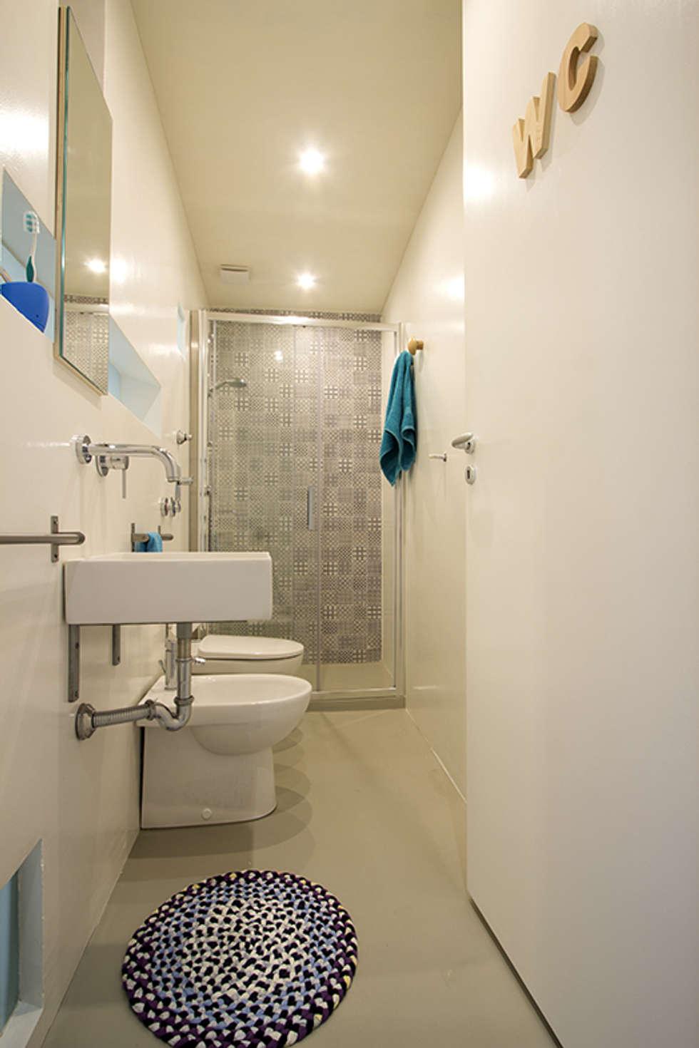 Il bagno: Bagno in stile in stile Mediterraneo di Ad'A