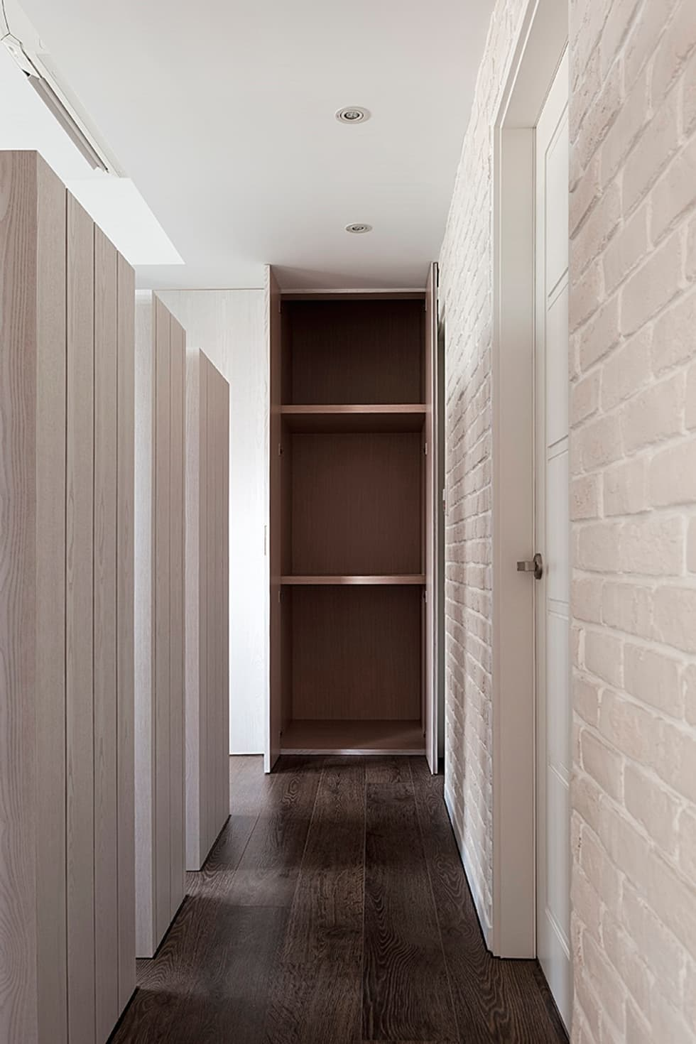 走廊:  走廊 & 玄關 by 禾光室內裝修設計 ─ Her Guang Design