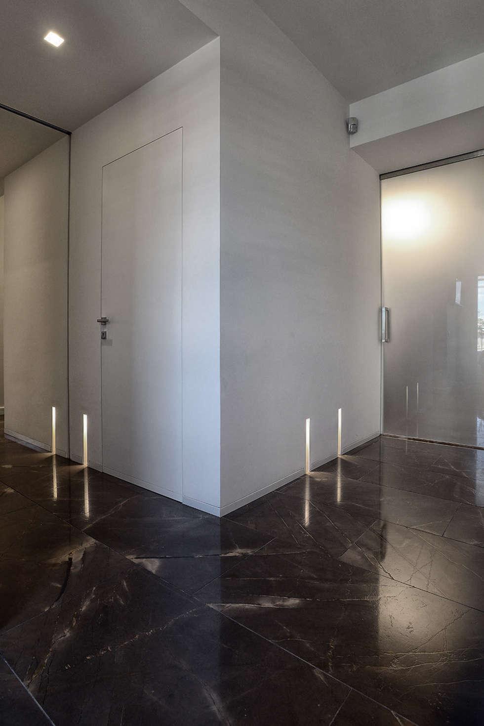 Lavorazioni in marmo: cucina in stile in stile minimalista di ...