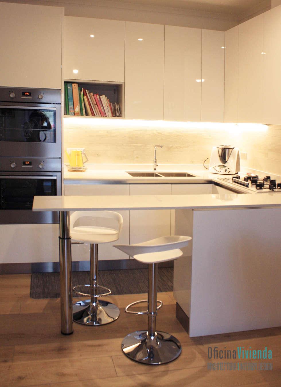 Un nido per due: Cucina attrezzata in stile  di OficinaVivienda _ architettura I interior design