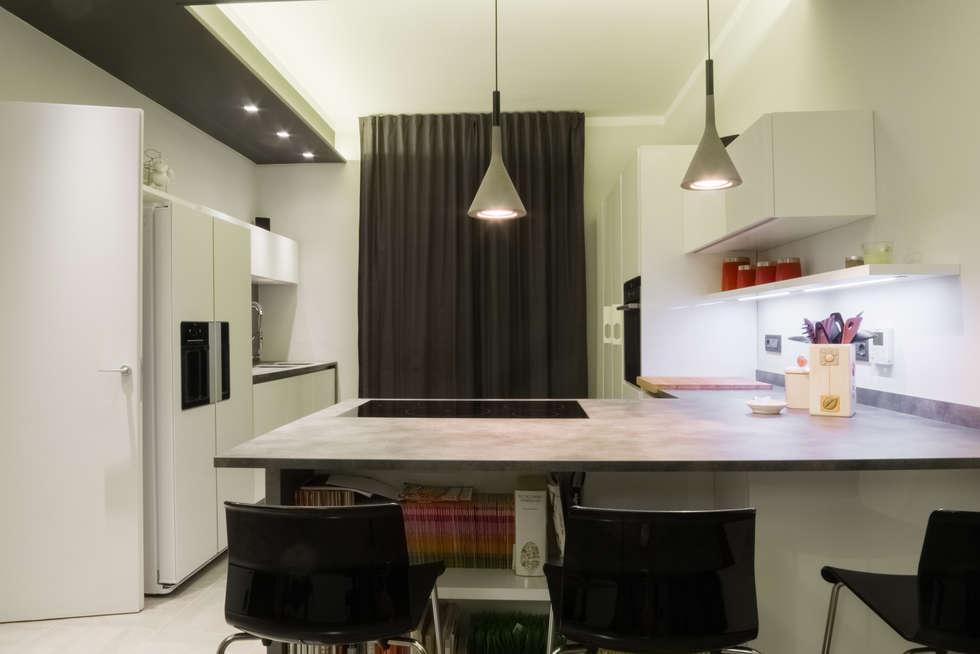 Il piano cucina: Cucina attrezzata in stile  di archi-lab | laboratorio di architettura