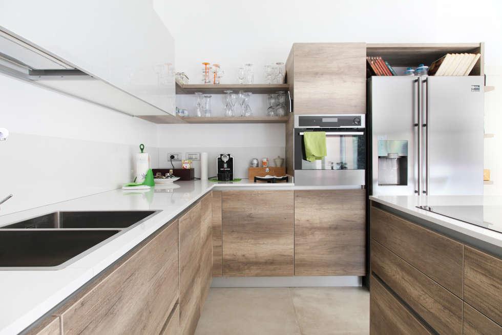 K11: Cucina in stile in stile Moderno di Andrea Picinelli