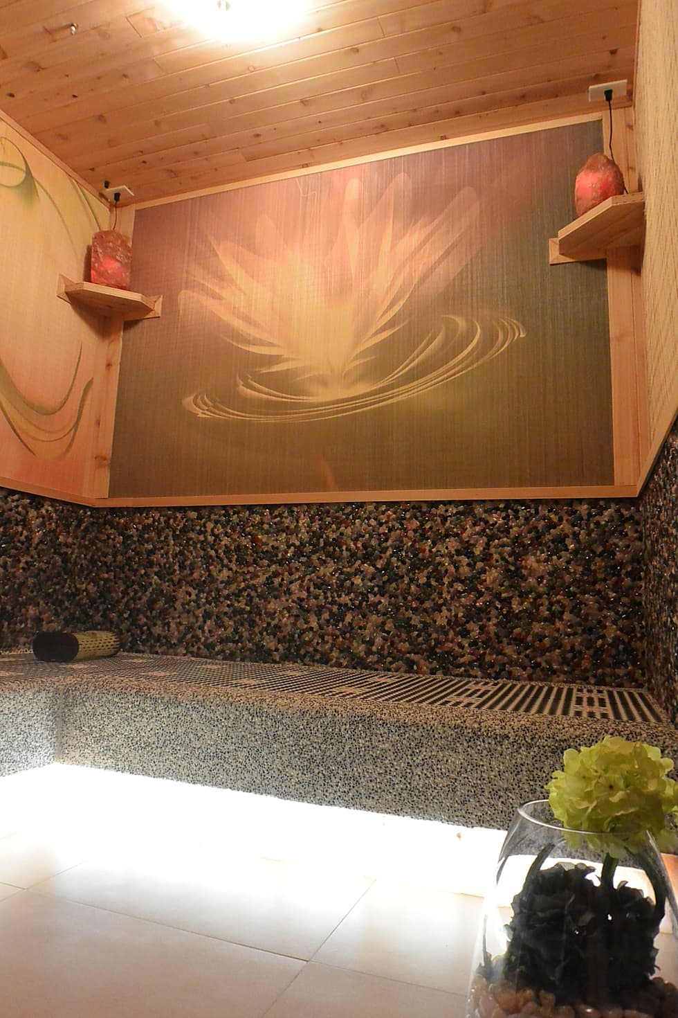 七彩水晶能量房:  健身房 by 萩野空間設計