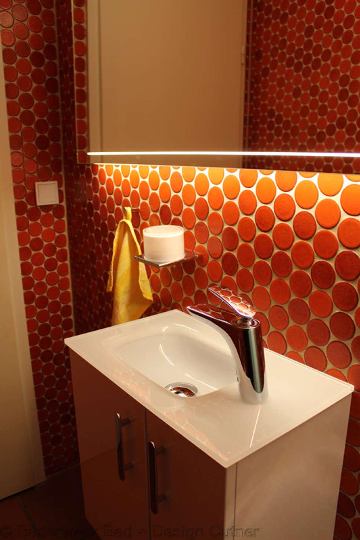 Erneuerung Gäste WC Unter Beibehaltung Der Alten Fliesen: Ausgefallene  Badezimmer Von Bäderwerk Bad + Design