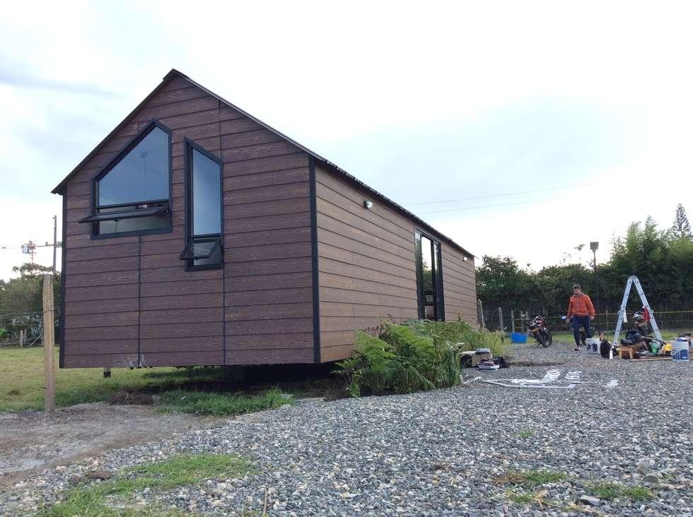 Prototipo Extend _ Viviendas Refugio 27-47-67: Casas de estilo moderno por tresarquitectos