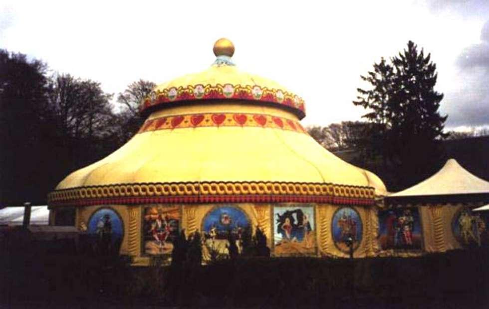 Décoration sur chapiteau de cirque: Lieux d'événements de style  par Filée Dominique