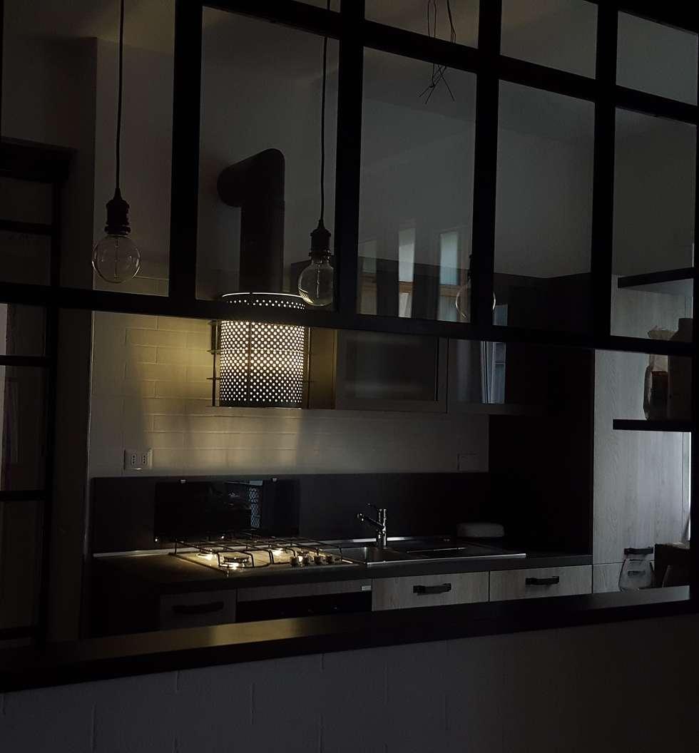 Cucina: Cucina in stile in stile Industriale di simona rossetti
