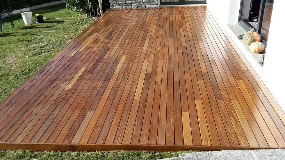 Decking in legno IPE' posato con clip e oliato: Giardino anteriore in stile  di ONLYWOOD