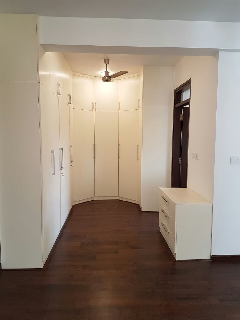 Hinged Door Wardrobe With Loft In High Gloss White Laminate On Mdf Installed By Zenia
