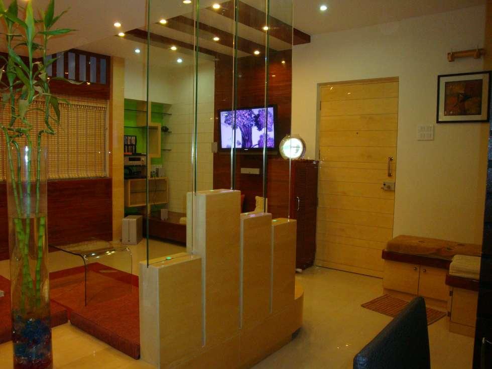 Residence- Rakesh Raskar, Pune.: modern Living room by Spaceefixs