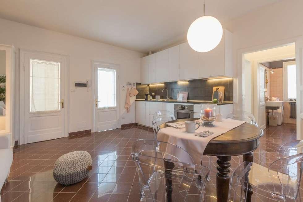 Fenicottero Rosa: Cucina in stile in stile Classico di Anna Leone Architetto Home Stager