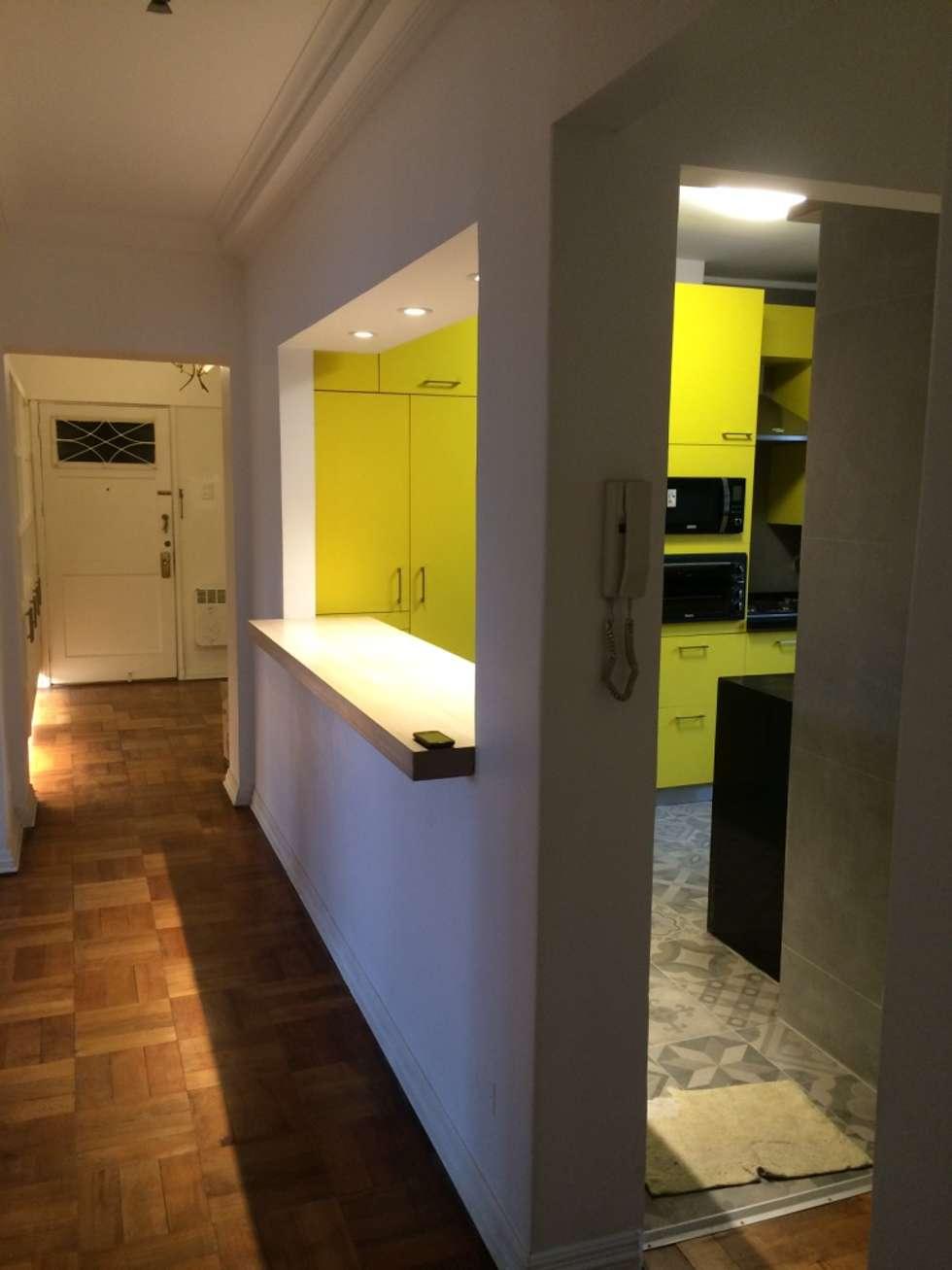 Cocina Remodelación Depto Sta Maria: Cocinas equipadas de estilo  por PICHARA + RIOS arquitectos