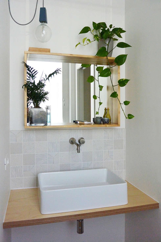 zona lavandino _ bagno di servizio: Bagno in stile in stile Scandinavo di studiovert
