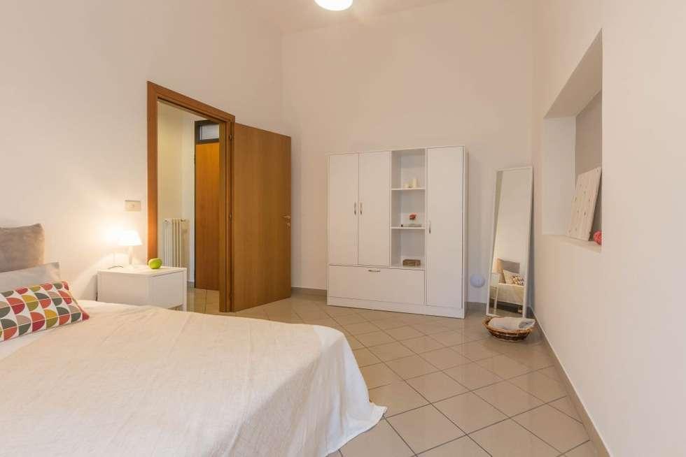 Appartamento Cormorano: Camera da letto in stile in stile Moderno di Anna Leone Architetto Home Stager