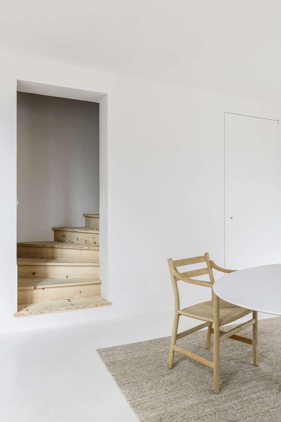 Perfetta integrazione tra materiali: Soggiorno in stile in stile Moderno di IDEAL WORK Srl