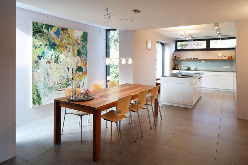 Essküche: Moderne Esszimmer Von Architekturbüro Zwo P