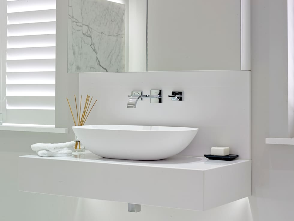 Case Study: New Lodge, Fulham: modern Bathroom by BathroomsByDesign Retail Ltd