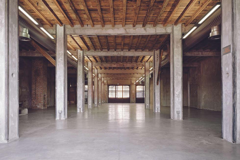 Sala Eliche : Centri congressi in stile  di STUDIO NICOLA GISONDA