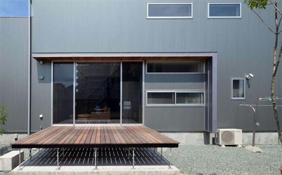 しろがねの家: トミオカアーキテクトオフィスが手掛けた庭です。
