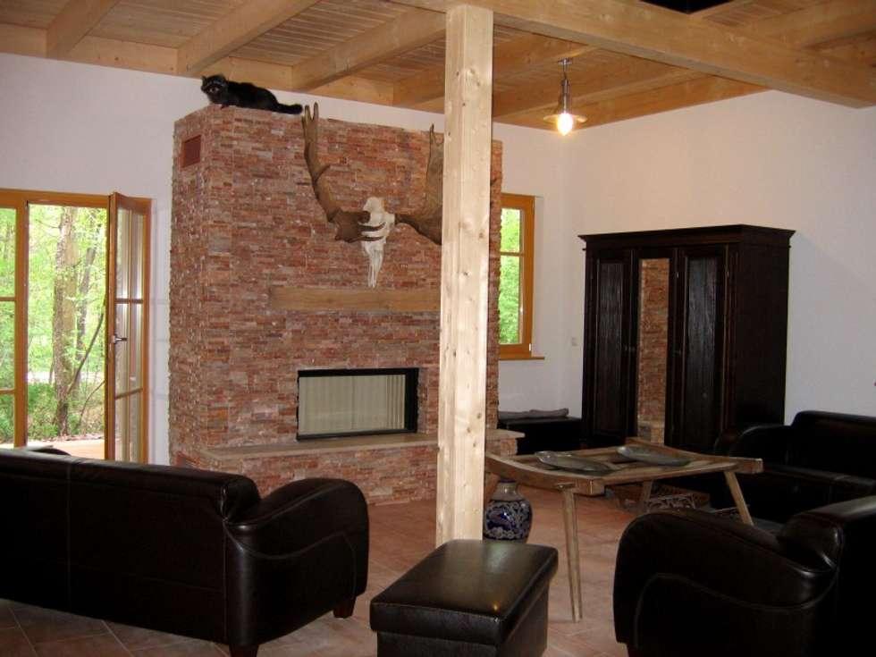 Wohnzimmer Mit Galerie Und Kamin, Raumhöhe Im EG 3,0 M: Landhausstil  Wohnzimmer