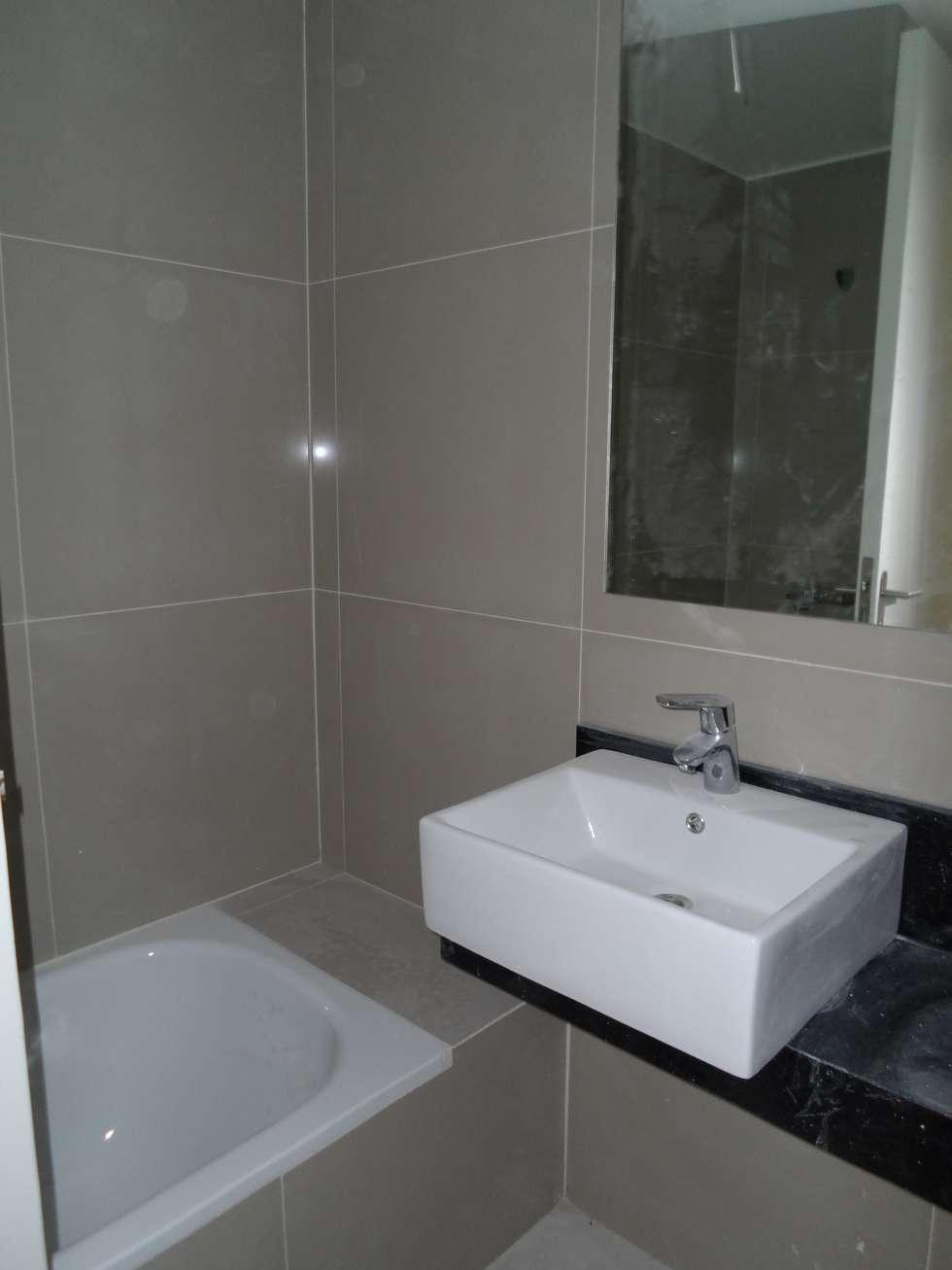 Baño. Mesada y ducha-: Baños de estilo moderno por NG Estudio
