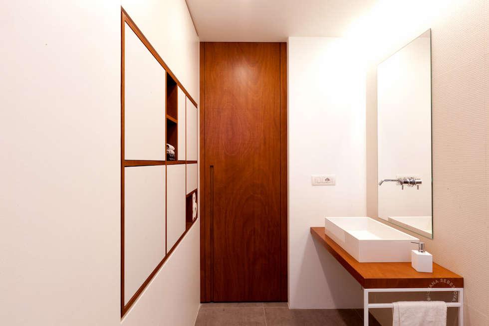 Bagno principale: Bagno in stile in stile Moderno di Paola Maré Interior Designer