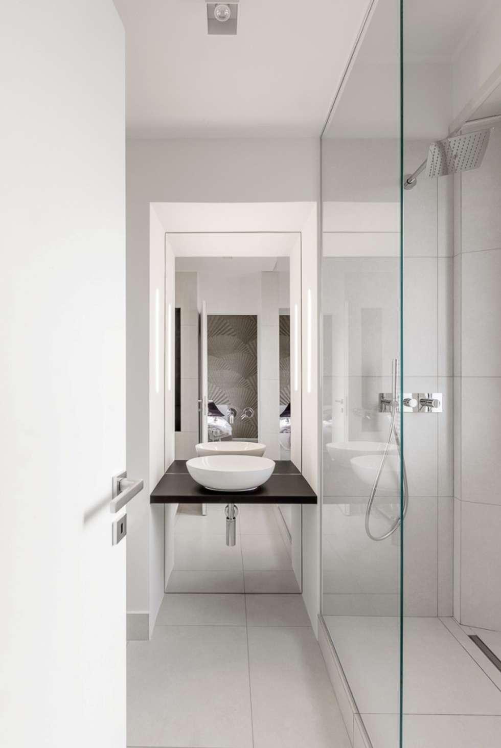 Bagno della suite: Bagno in stile in stile Moderno di Paola Maré Interior Designer