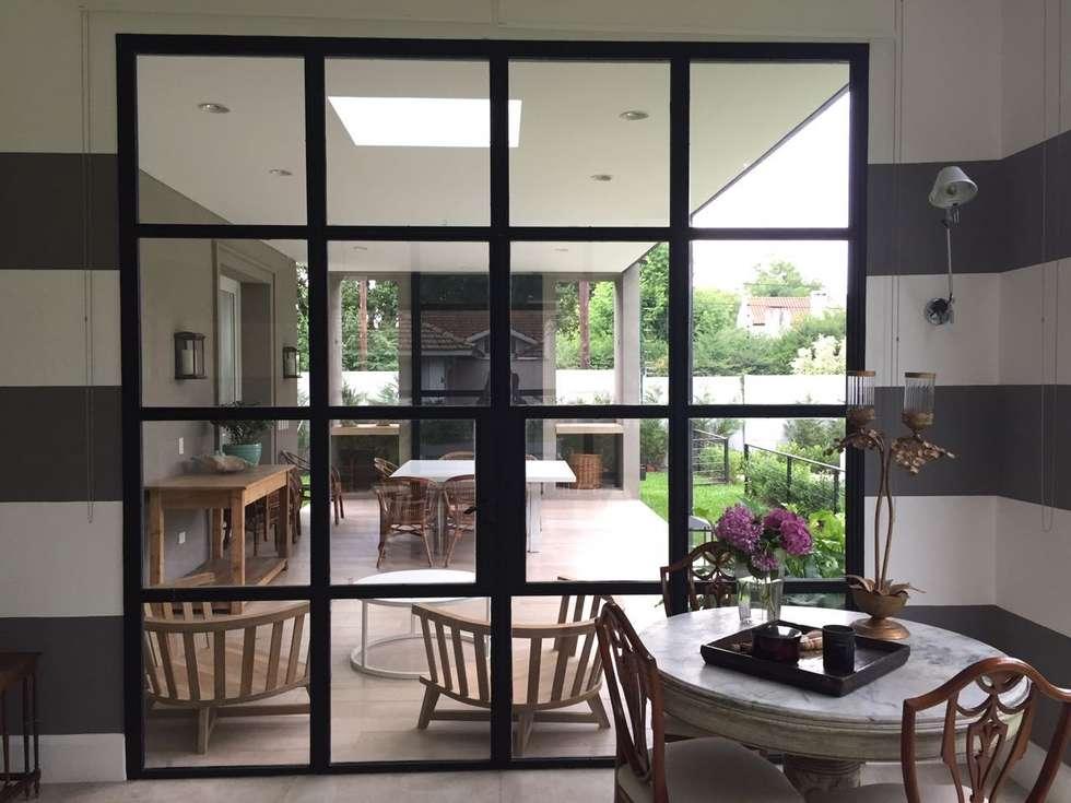 CASA TORTUGAS CC: Jardines de invierno de estilo clásico por Estudio Dillon Terzaghi Arquitectura