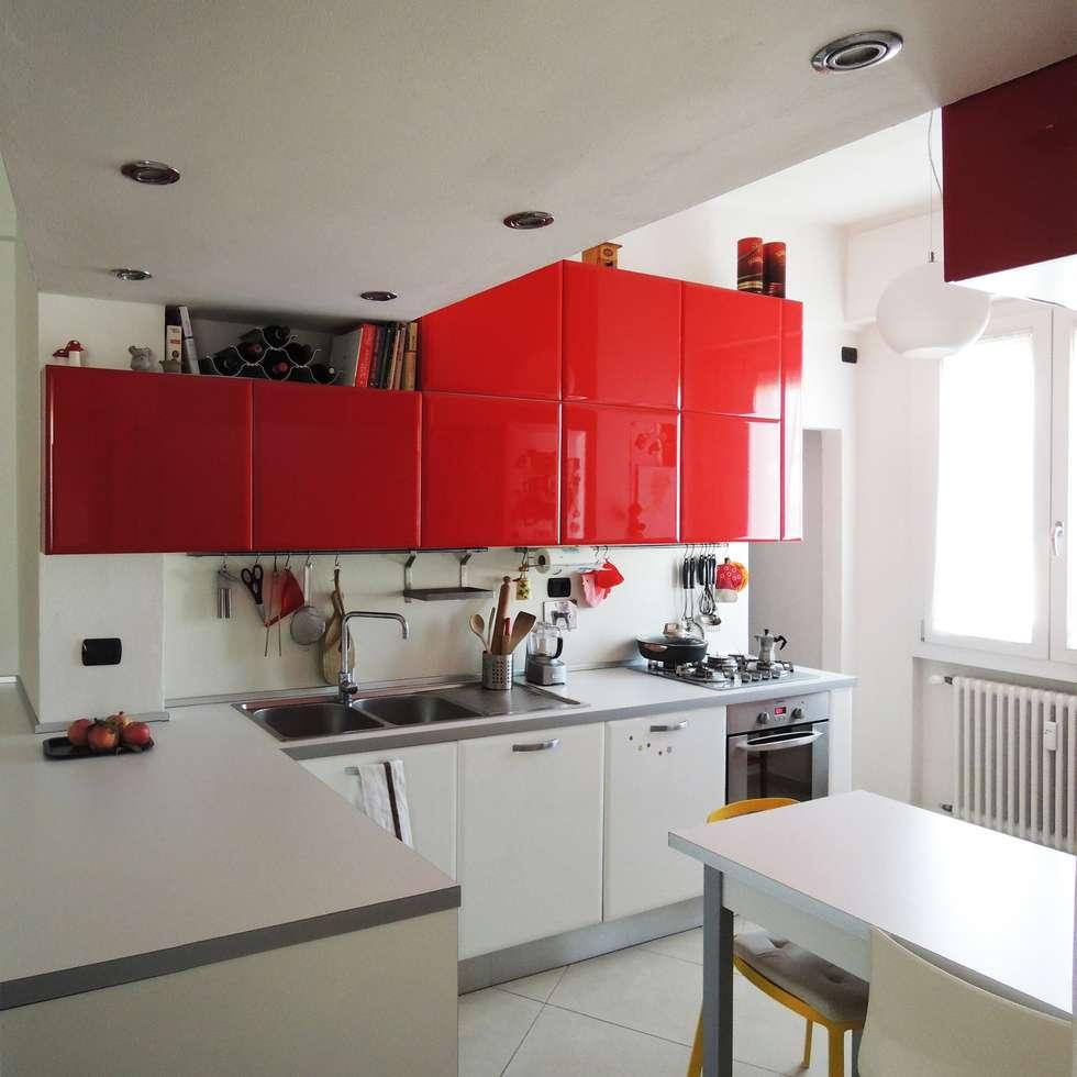 casa L: Cucina attrezzata in stile  di Studio Gentile