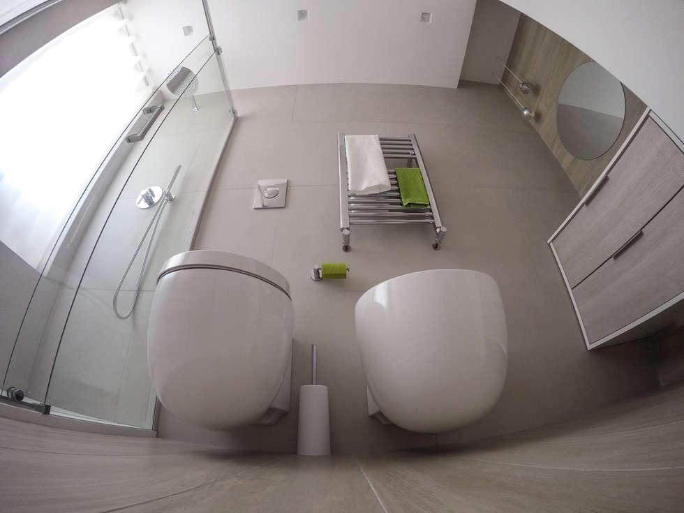Bagno piccolo rettangolare bagno in stile in stile moderno di