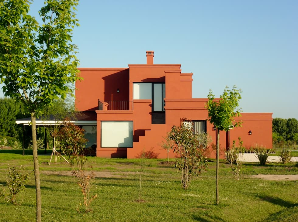 Casa en Haras San Pablo: Casas de campo de estilo  por Estudio Dillon Terzaghi Arquitectura