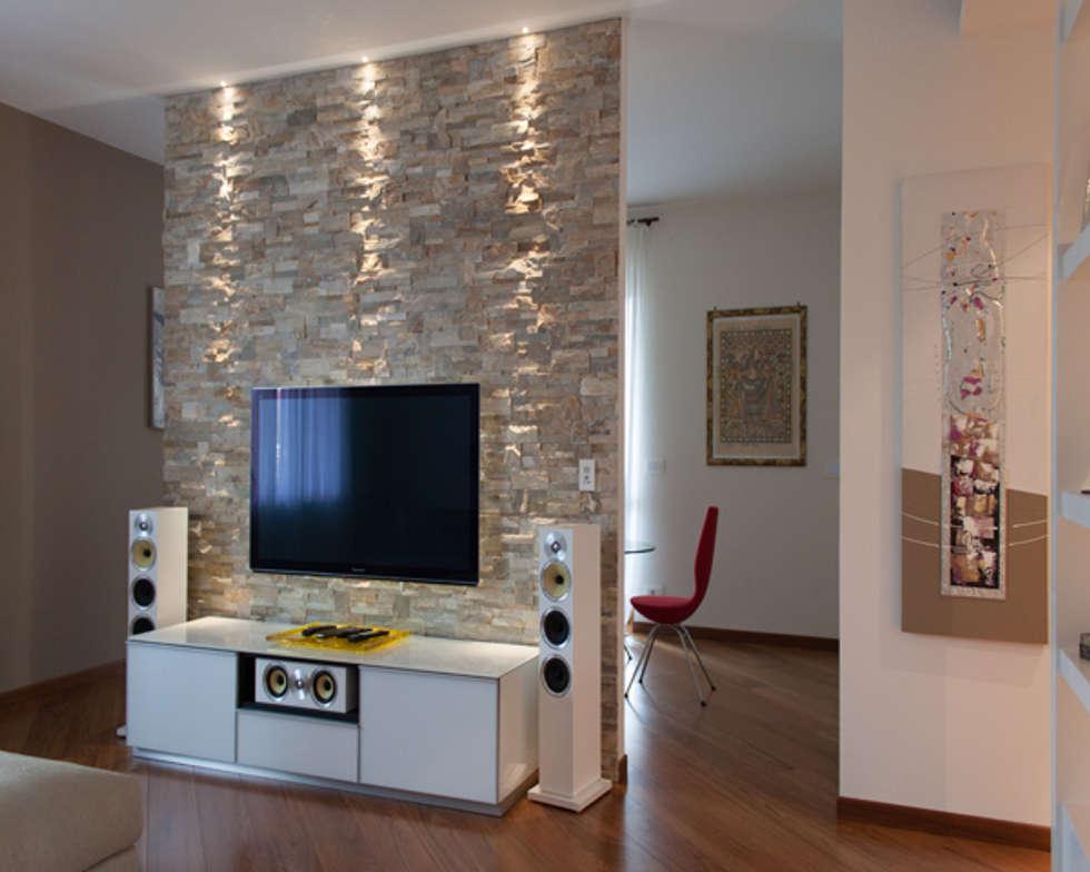 Interior design soggiorno in stile in stile moderno di architag
