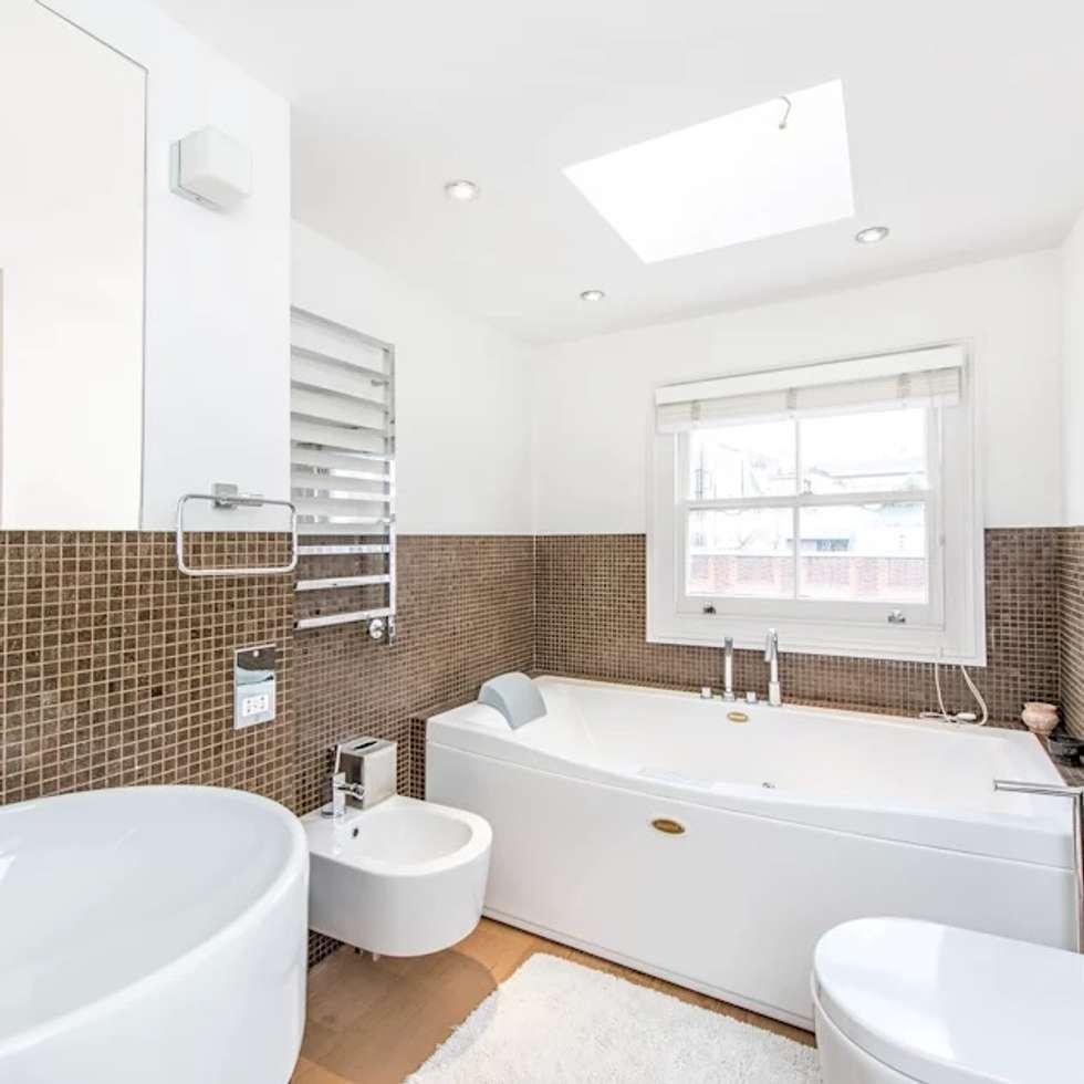 Bathroom: modern Bathroom by John Doe Architects