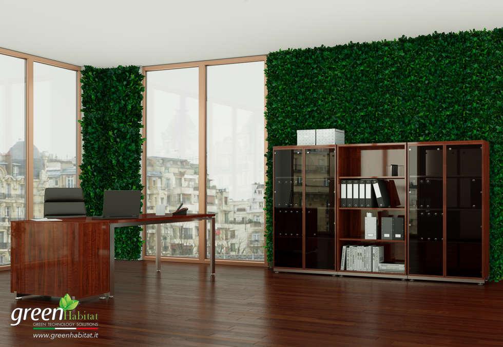 UFFICIO CON EDERA E VEGETAZIONE: Complessi per uffici in stile  di Green Habitat s.r.l.