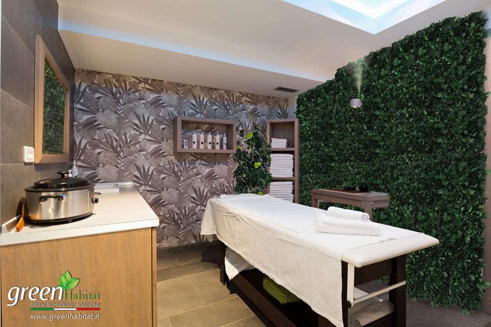 LETTINO MASSAGGI CON GIARDINO VERTICALE: Sauna in stile  di Green Habitat s.r.l.