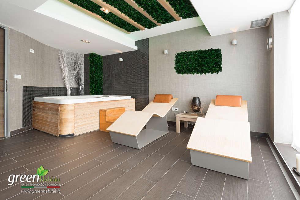 SALA MASSAGGI CON SOFFITTO VERDE: Spa in stile in stile Rustico di Green Habitat s.r.l.