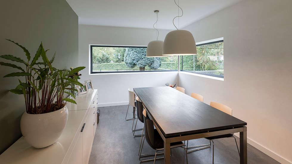 eigentijdse villa: moderne Eetkamer door CHORA architecten