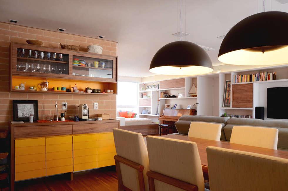 PROJETOS DE INTERIORES RESIDENCIAIS: Salas de jantar modernas por okna arquitetura