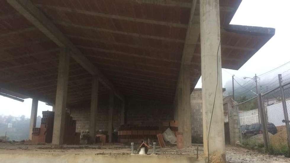 Situacion Inicial de la vivienda. construccion previa a la contratación de los servicios arquitectónicos: Casas de estilo ecléctico por Proyectos Kukenán SAS