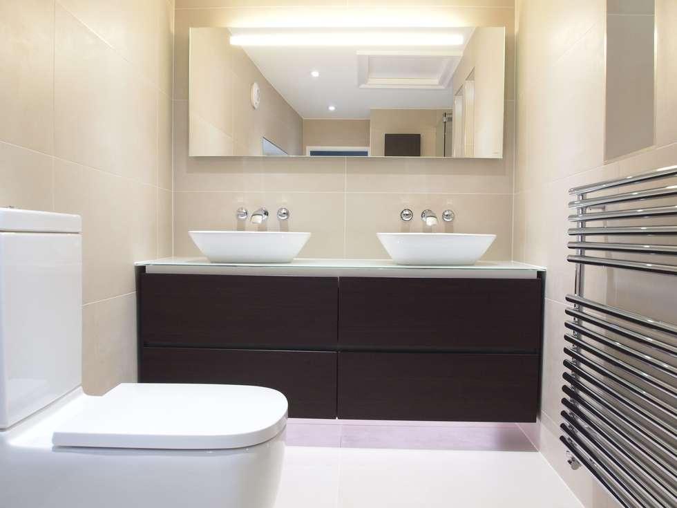 His 'n' Hers Ensuite: modern Bathroom by DeVal Bathrooms