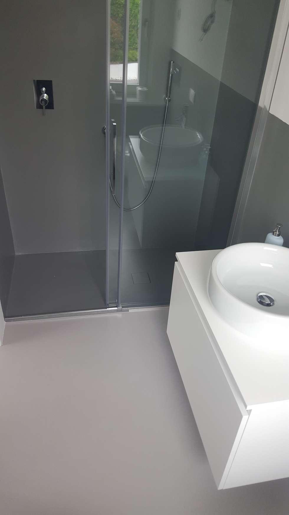 Resina in bagno: Bagno in stile in stile Moderno di COVERMAX RESINE