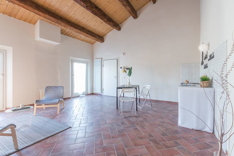 Appartamento Mazzini: Soggiorno in stile in stile Minimalista di Anna Leone Architetto Home Stager