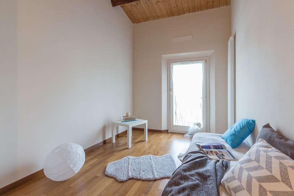 Appartamento Mazzini: Camera da letto in stile in stile Minimalista di Anna Leone Architetto Home Stager