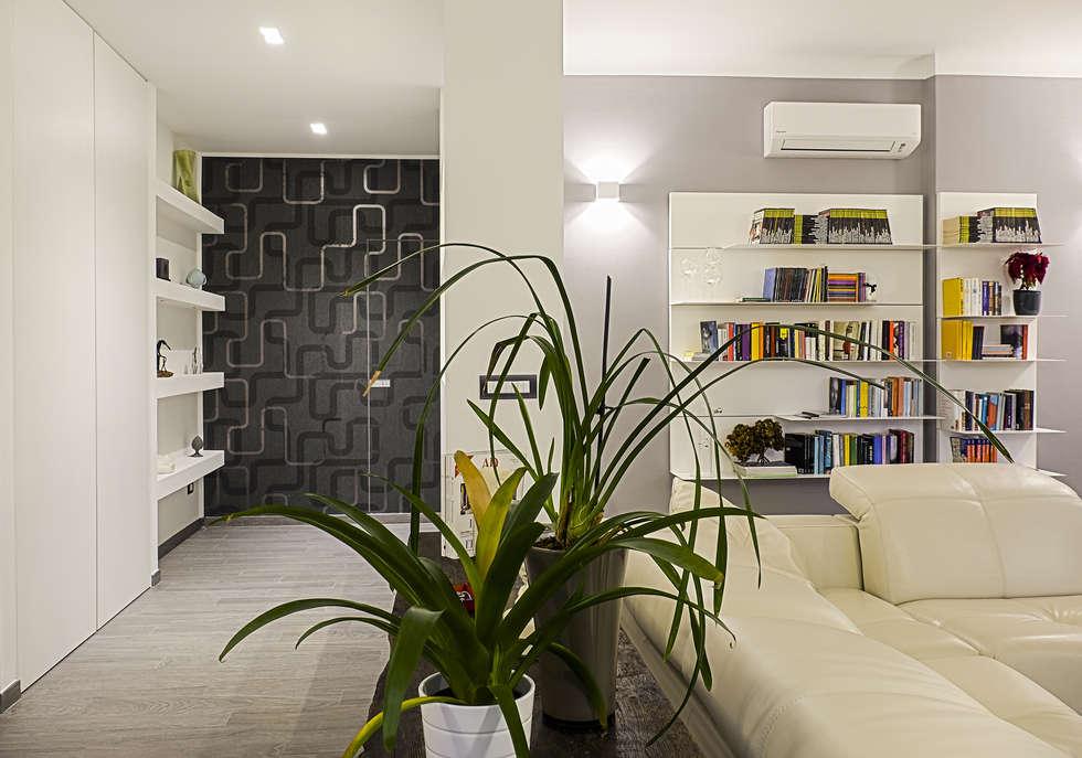 Ingresso: Ingresso & Corridoio in stile  di Rosa Gorgoglione Architetto