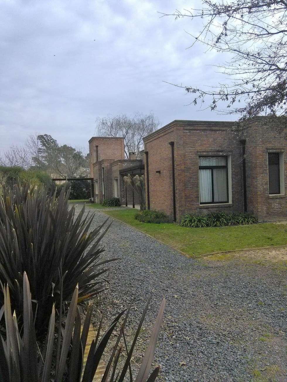 Casa de campo : Casas de campo de estilo  por Estudio Dillon Terzaghi Arquitectura