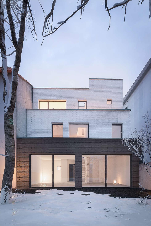 Façade sur cour: Maison individuelle de style  par Fabrice Commercon