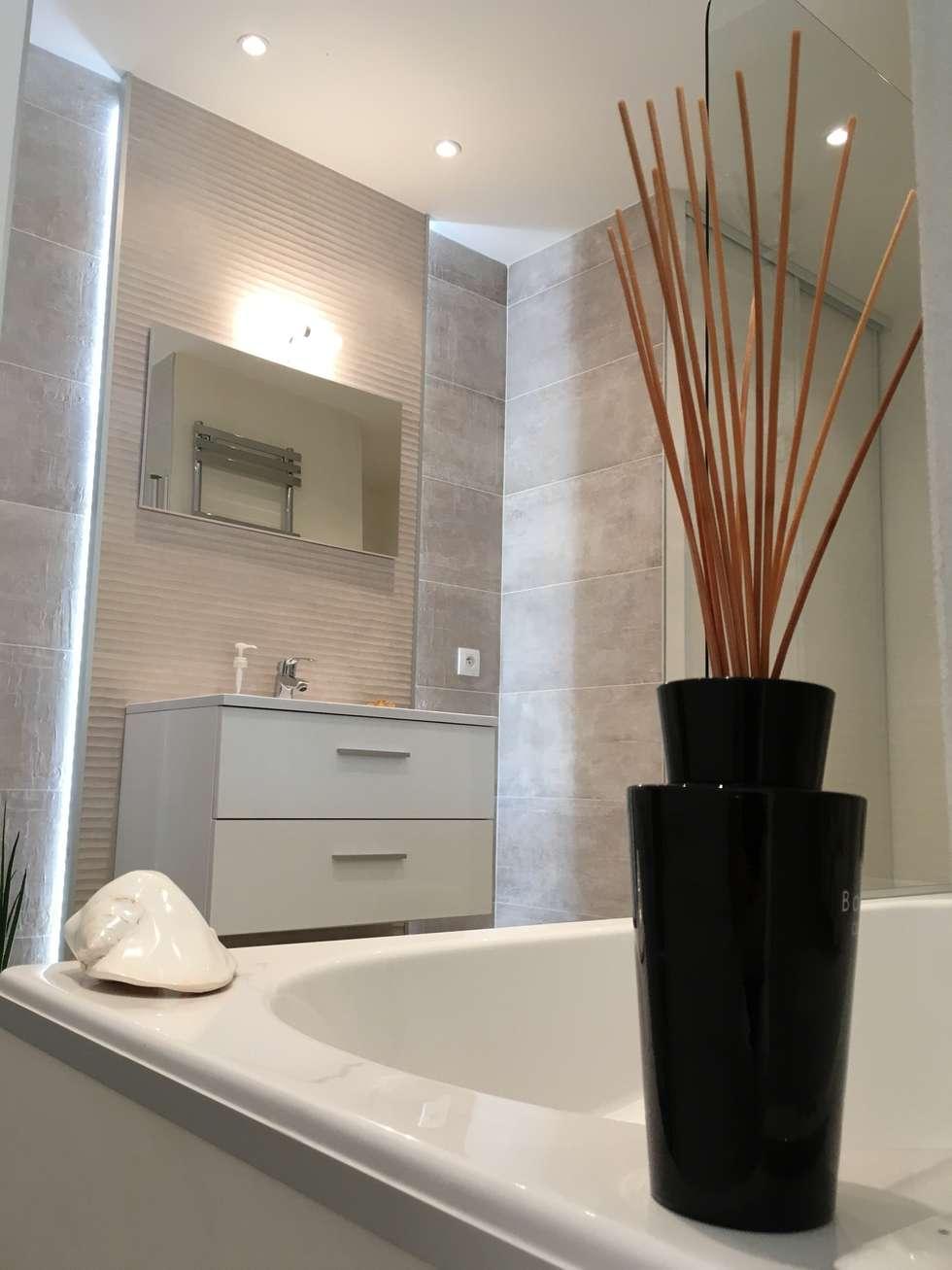 Eclairage intégré dans une salle de bain  - photo de réalisation: Salle de bains de style  par Christine Vuillod, Architecte d'intérieur