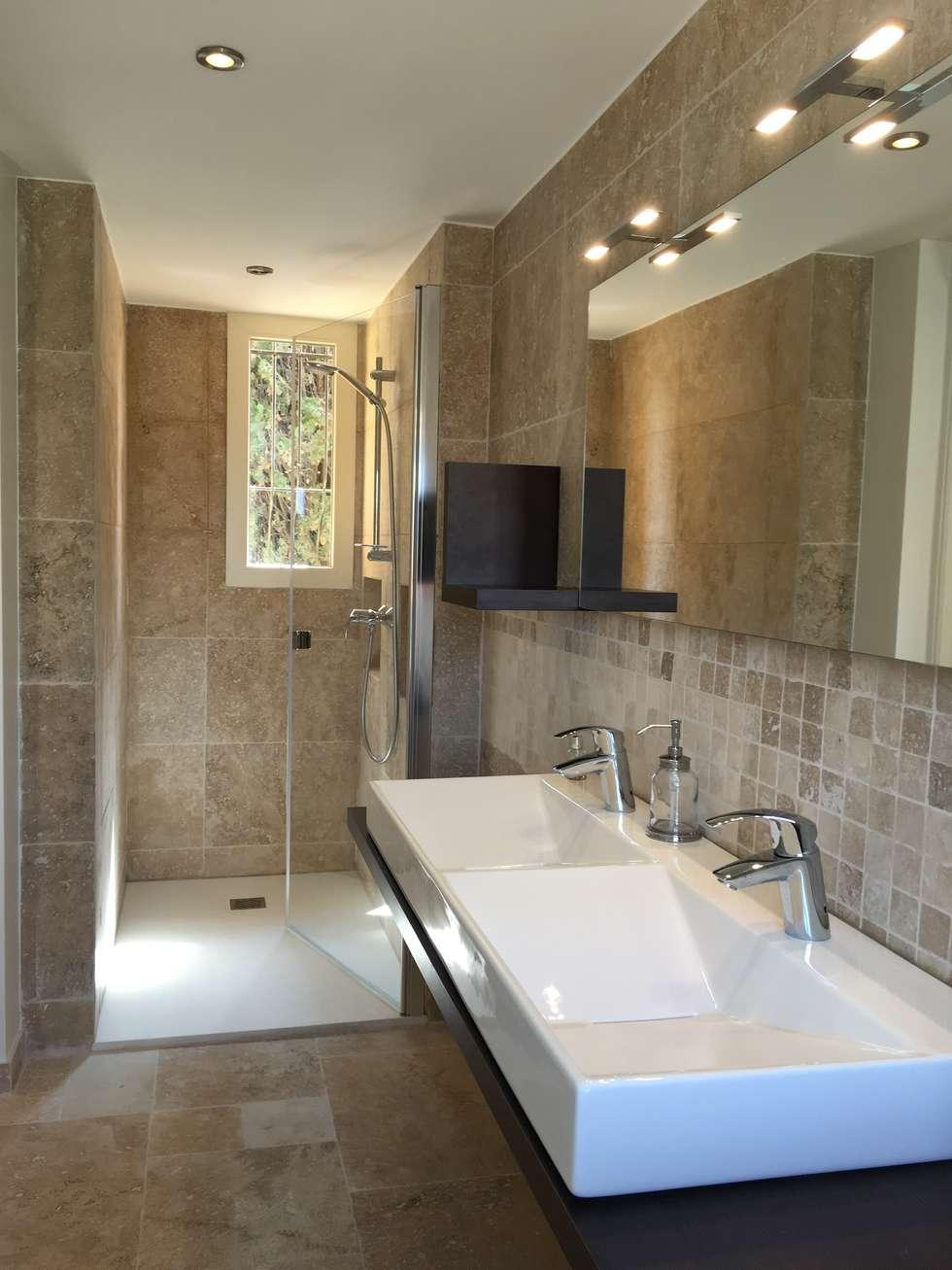 Salle de douche: Salle de bains de style  par Christine Vuillod, Architecte d'intérieur